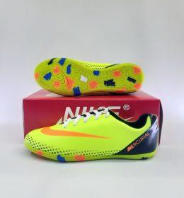 Sepatu Futsal Warna Mencolok Harga Melorot